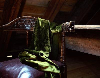 Old chair on attic - p945m1502147 by aurelia frey