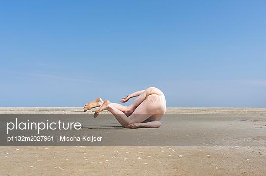 Somersault - p1132m2027961 by Mischa Keijser
