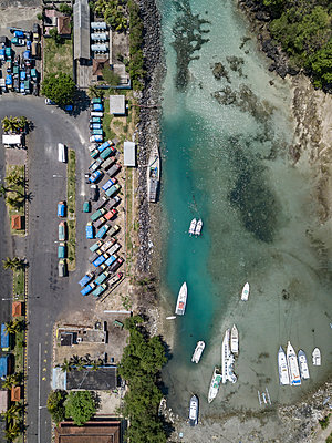 Indonesia, Bali, Aerial view of Padangbai, port from above - p300m2042599 by Konstantin Trubavin