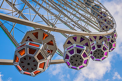 Ferris wheel gondolas - p401m1225595 by Frank Baquet