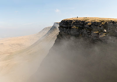 UK, Wales, Brecon Beacons, Young woman hiking at Bannau Sir Gaer Ridge - p300m2140105 by Alun Richardson