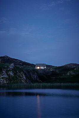 Haus am See - p1124m1502158 von Willing-Holtz