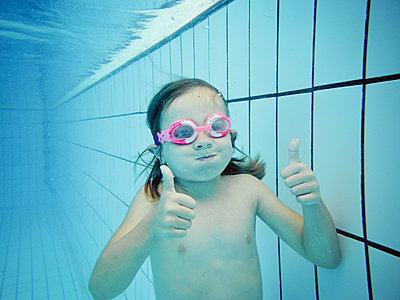 Underwater portrait of a girl with thumbs up - p300m2140768 by Xose Casal