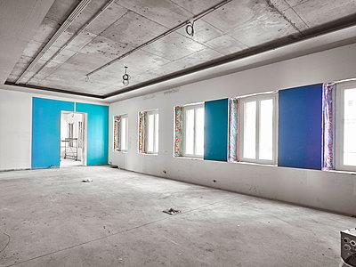 Baustelle im Rohbau - p390m1207958 von Frank Herfort