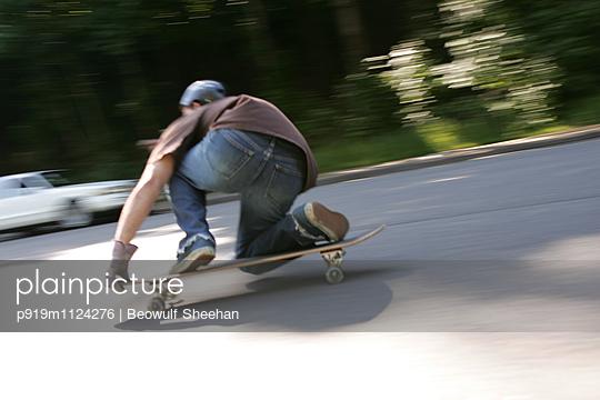 Skater - p919m1124276 von Beowulf Sheehan