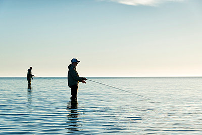 Men fishing at sea, Gotland, Sweden - p575m857828 by Hans Berggren
