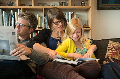 Family Reading - p635m858514 by Julia Kuskin