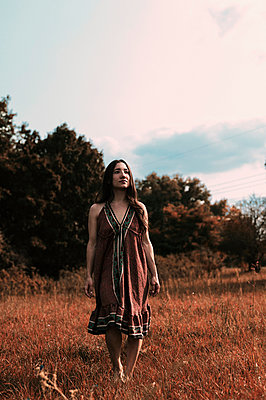 Woman in summer dress - p947m2273206 by Cristopher Civitillo