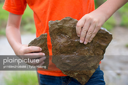 Boy with broken stone - p1169m2108488 by Tytia Habing