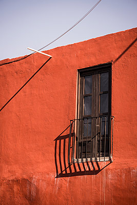 Red house, Mexico - p1170m1573356 by Bjanka Kadic