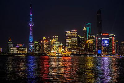 Shanghai World Financial Center - p1243m1057274 by Archer
