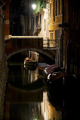 Kanal Brücke Boote - p1312m2020071 von Axel Killian