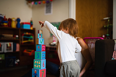 Toddler building block tower - p312m2091790 by Anna Johnsson