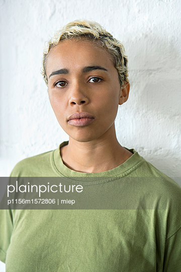 Frauenportrait - p1156m1572806 von miep