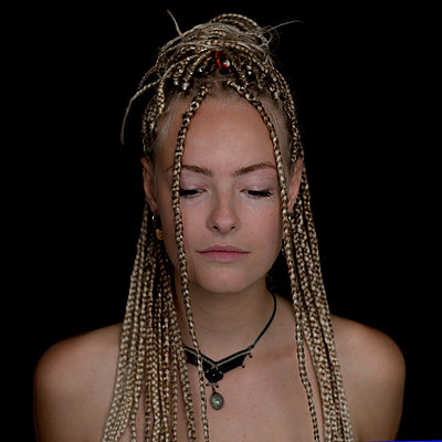 Young woman with dreadlocks - p1508m2099870 by Mona Alikhah