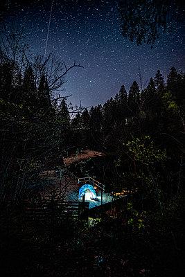 Camping an einem Bergsee - p1455m2203698 von Ingmar Wein