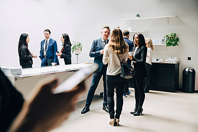 Entrepreneurs discussing at office seminar - p426m2205129 by Maskot