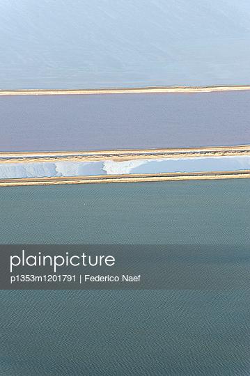 Wasser und Landschaft aus der Luft - p1353m1201791 von Federico Naef