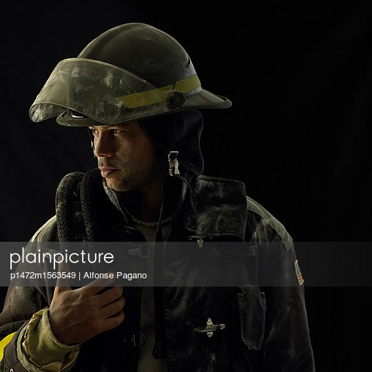 plainpicture - plainpicture p1472m1563549 - Fireman - plainpicture/Alfonse Pagano