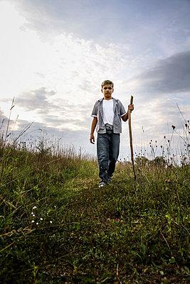 Junge auf dem Feld - p1019m1475134 von Stephen Carroll