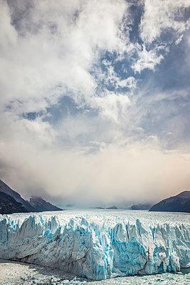 Storm clouds over Perito Moreno Glacier, Los Glaciares National Park, Patagonia, Chile - p429m1495975 by Manuel Sulzer
