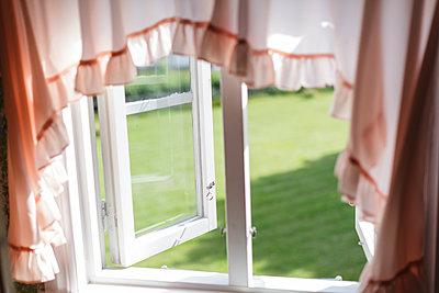 Fenster - p665m1110510 von Roman Thomas