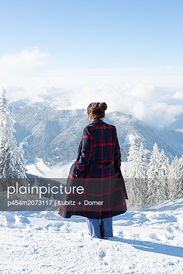 Verschneite Landschaft - p454m2073117 von Lubitz + Dorner