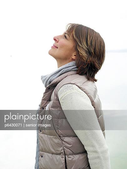 Portrait einer Frau  - p6430071 von senior images