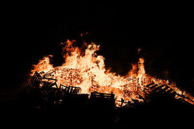 Big fire between darkness - p1166m2095165 by Cavan Images