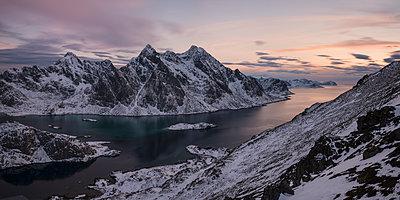 Himmeltindan mountain peaks rising over Steinsfjord in winter, Vestvagoya, Lofoten Islands, Norway - p1424m2046637 by Cavan Images