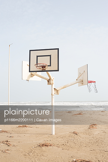 Basketball court in the middle of the beach - p1166m2200111 by Cavan Images