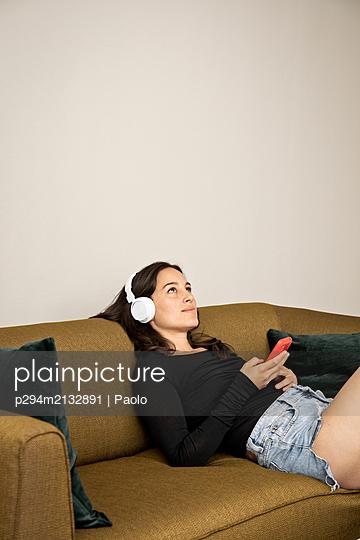 Musik genießen - p294m2132891 von Paolo