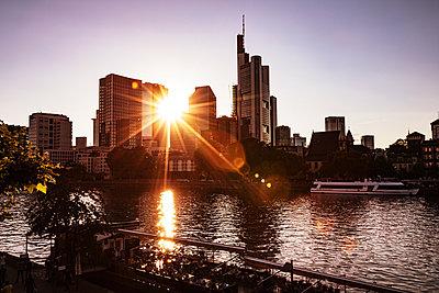 Frankfurt am Abend - p713m2101032 von Florian Kresse