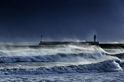 Surging billows on the coast - p910m1159391 by Philippe Lesprit