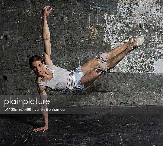 Dancer - p1139m924468 by Julien Benhamou