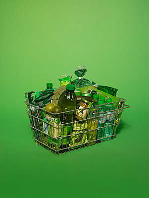 Shopping basket bathed in green light - p1462m1538383 by Massimo Giovannini