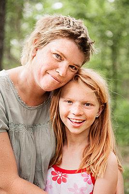 Portrait of mother with daughter - p312m1210895 by Lieselotte Van Der Meijs