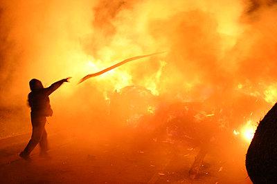 Brennende Barrikade gegen Atommuelltransport - p9793270 von Vogt
