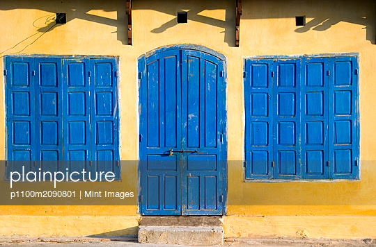 Blue Doors and Windows - p1100m2090801 by Mint Images