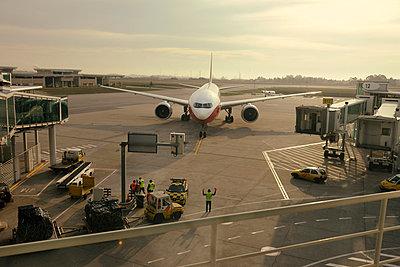 p1048m812909 von Aviation