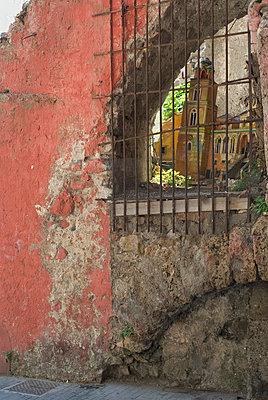 Detail einer Ruine - p9790641 von Freudenthal