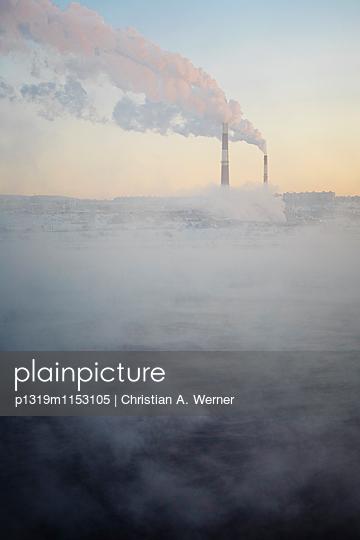 Industriekulisse an der Kola-Bucht - p1319m1153105 von Christian A. Werner