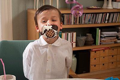 Kindergeburtstag - p1107m899670 von Barbara von Woellwarth