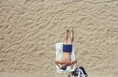 Am Strand sonnen - p2600025 von Frank Dan Hofacker