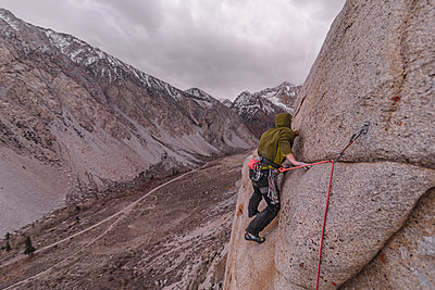 Climber trad climbing, Pine Creek, Bishop, California, USA - p924m2074304 by Alex Eggermont