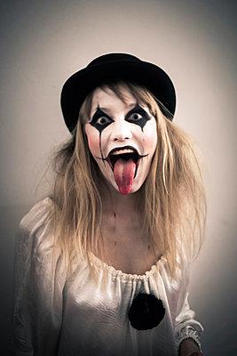 Mad Pierrot - p941m907773 by lina gruen
