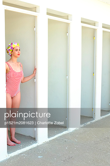 Young woman with bathing cap in changing room - p1521m2081623 by Charlotte Zobel