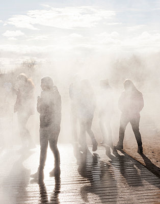 People standing in geothermal steam, Iceland - p343m1130477 by Gu_mundur Tómasson