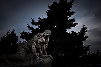 Statue of death and black tree - p1007m1134153 by Tilby Vattard