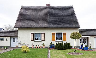 """Haus in der Arbeitersiedlung """"Dahlhauser Heide"""" in Bochum - p105m1025449 von André Schuster"""
